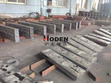 沪东铸造建议使用高质量的高铬板锤